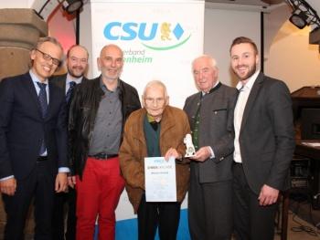 Daniel Artmann weiter an der Spitze des größten CSU-Ortsverbandes Ehemaliger Stadtrat Wilhelm Schmid für 60 Jahre Mitgliedschaft geehrt