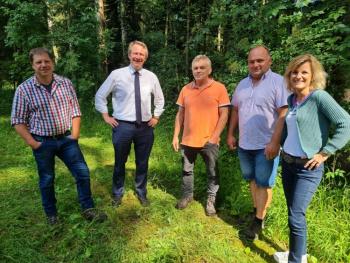 Waldumbau geht nur im Miteinander - MdB Daniela Ludwig unterwegs mit Waldbauern und Jägern