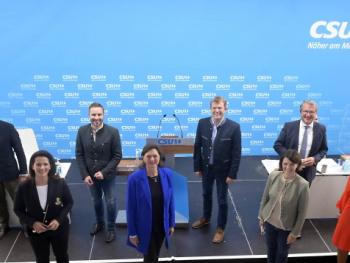 Rosenheim erneut stark im CSU-Bezirksvorstand vertreten - Daniel Artmann neuer Stellvertreter von Ilse Aigner und Klaus Stöttner mit 91,8% als Schatzmeister bestätigt