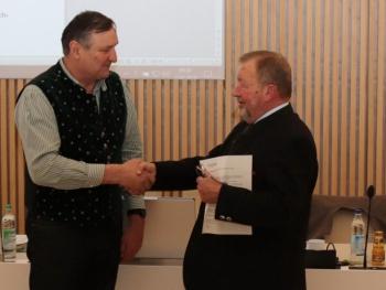 Franz Ametsbichler (CSU) wurde als neuer Kreisrat vereidigt.