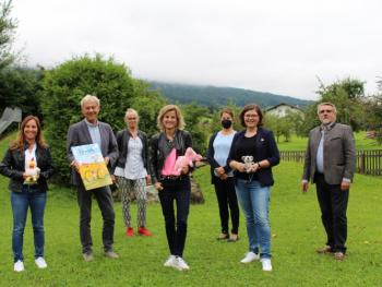 Prävention beginnt im Kindergarten – Bundesdrogenbeauftragte zu Besuch in Au bei Bad Feilnbach