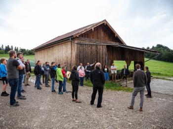 Einfach und einzigartig – so einfach kann landwirtschaftliches Bauen sein!  Der Arbeitskreis Ernährung, Landwirtschaft und Forsten informiert zum Stallbau.